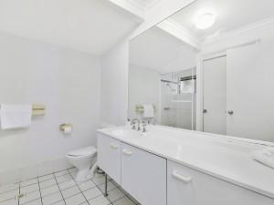 unit-10-bathroom-realestate-com-size